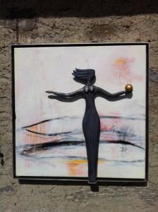 Frau im Bild - über dem See
